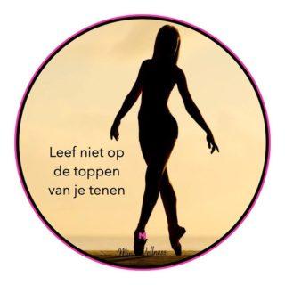 Leef niet op de toppen van je tenen ❥ Zoveel meer dan een gedachte ♡ Dagelijkse #inspiratie met MindWellness 🌸  #positiviteit #dankbaar #gedachten #positiefdenken #focus #motivatie #rust #geluk #genieten #balans #liefde #moment #kracht #respect #vertrouwen #zelfzorg #hasselt #wijsheid #motivatie #zelfvertrouwen #wandelen #leven #succes #belgië #bewustleven #welzijn #positief #optimisme #wandeleninlimburg